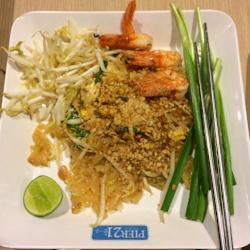 Plate of pad thai in Bangkok