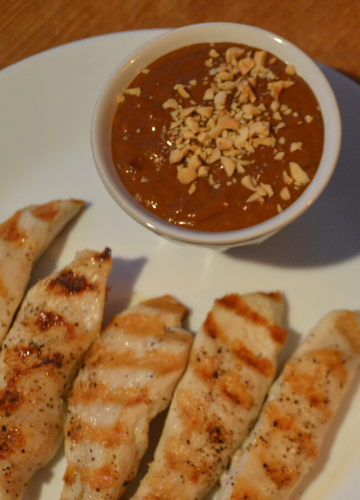 Pindasaus (Dutch peanut sauce) with grilled chicken tenders