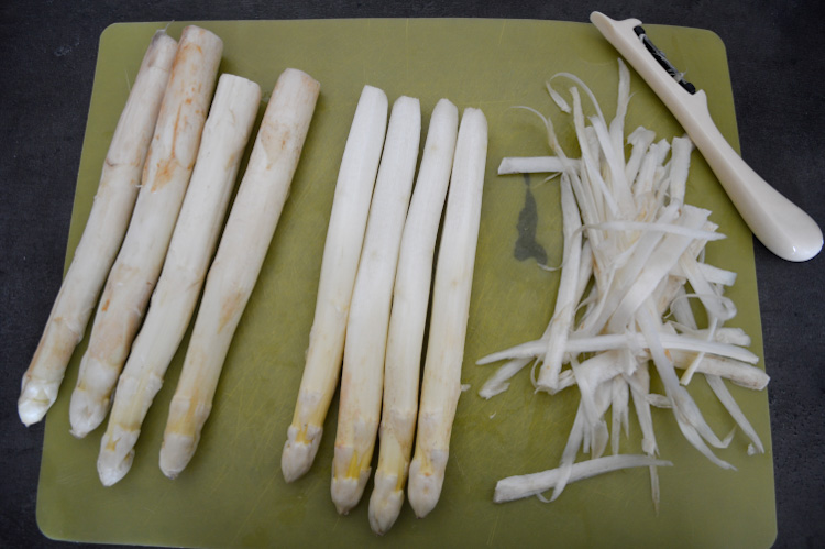 How to peel white asparagus